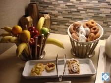 hp-denver-buffet-fruit-and-pastries