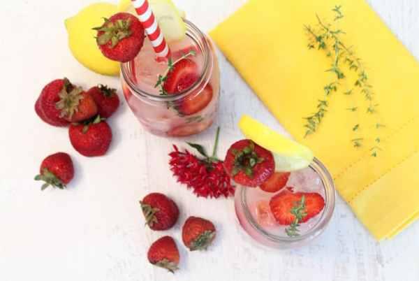 Strawberry Thyme Lemonade overhead | 2 Cookin Mamas
