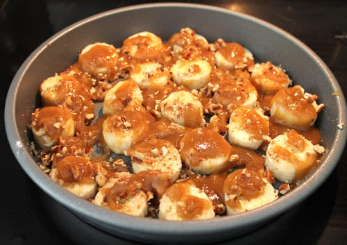 layer of bananas with caramel