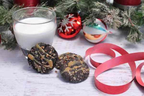 Salted Chocolate Caramel Cookies w milk|2CookinMamas