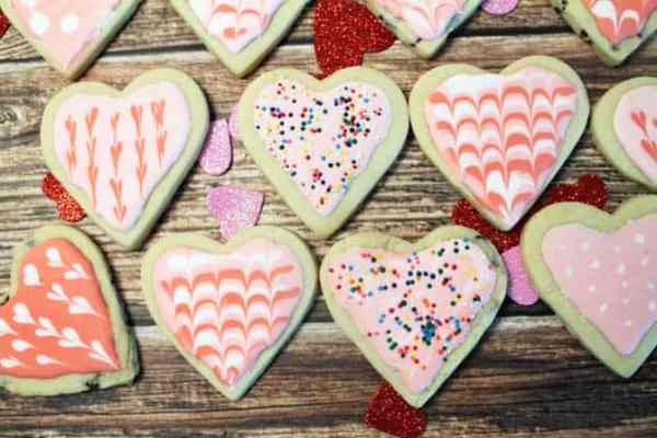 Sweet Heart Cookies lined up|2CookinMamas