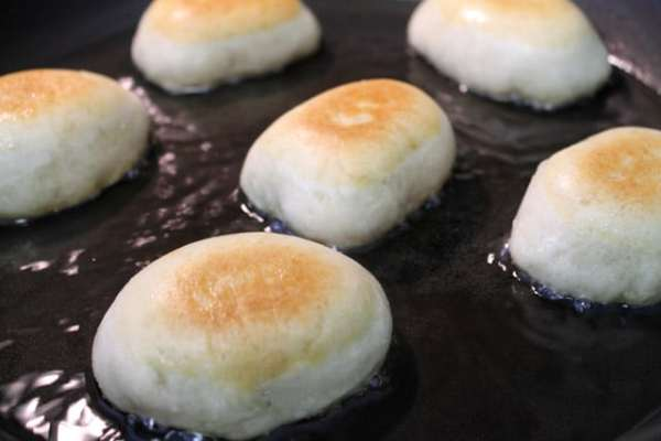 bread cakes close up frying|2CookinMamas