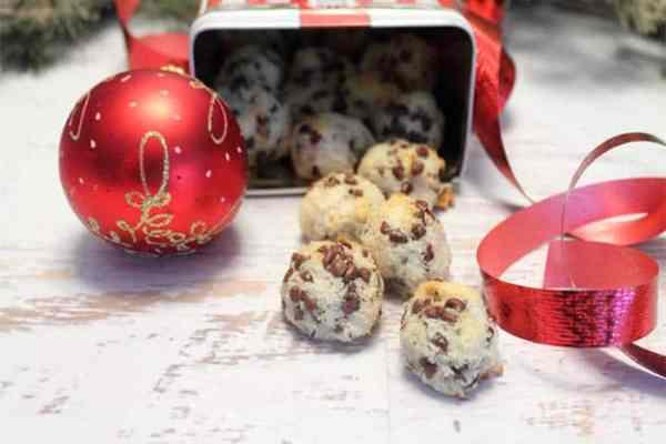 Chocolate Chip Macaroons tin | 2 Cookin Mamas
