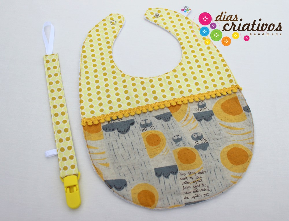 Babetes e Fitas Chucha / Baby bibs and Pacifier holders (5/5)
