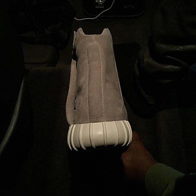 kanye-adidas-yeezyboost-back