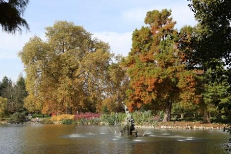 Hercules and Aschelus fountain at Kew Gardens