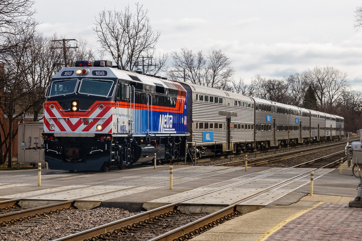 New paint scheme for Metra trains on the BNSF line