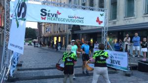 Charity run ironman Tallinn arrivée 2fortri Julien Marine tri couple