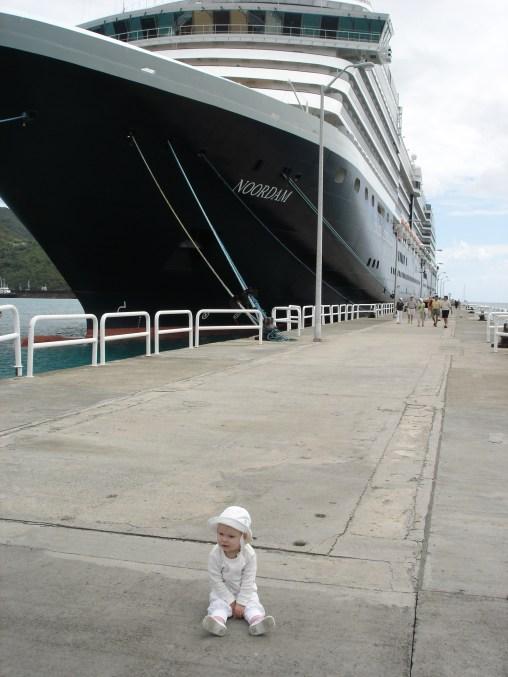 Stor båt, liten tjej