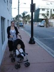 Linda och Vilja på morgonpromenad