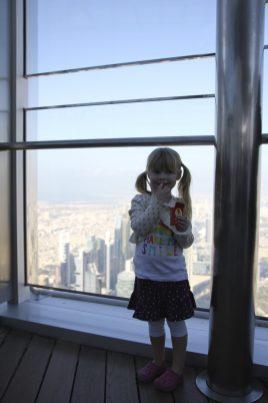 Signe äter russin på 452 meters höjd