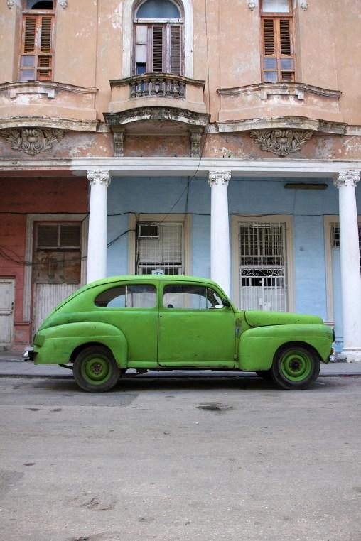 Havanna är gammalt, slitet och färgglatt