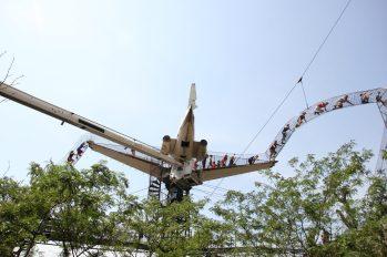 Ett gammalt flygplan utgör en del av klätterbanan på St Louis City Museum