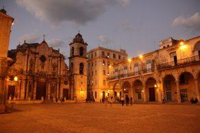 Mycket stämmningsfullt att sitta och äta middag vid Plaza de la Catedral