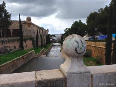 Blick auf den Torrent de Sa Riera und Hafen