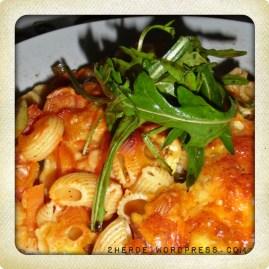 Nudelauflauf mit italienischem Gemüse und Tomatensauce