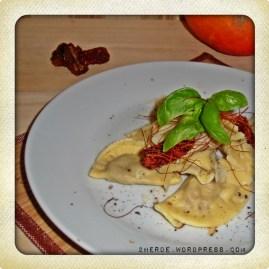 Ravioli mit zweierlei Füllung (Kürbis & getrocknete Tomate-Mozzarella)
