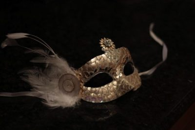 Жаңа 2020 үшін карнавал маскалары өзіңіз жасаңыз