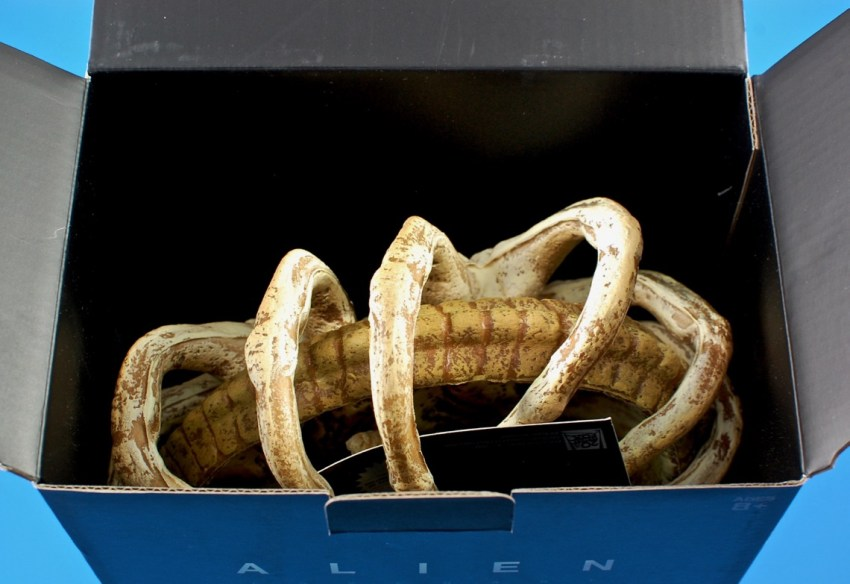 facehugger replica