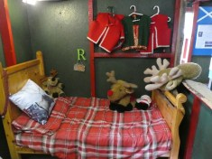 How many reindeers on the Elf's bed?