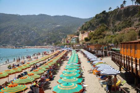 monterosso_italy_-_jul_06_2016_a_view_of_beach_in_high_season_in_monterosso