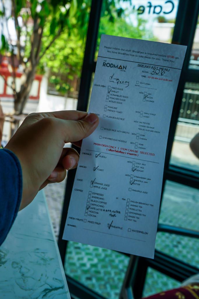 Check in後,服務人員會給我們一張早餐Menu,勾選好明天早上的第一餐,在網路上就有看到羅德曼飯店高評價的早餐,讓人非常期待!