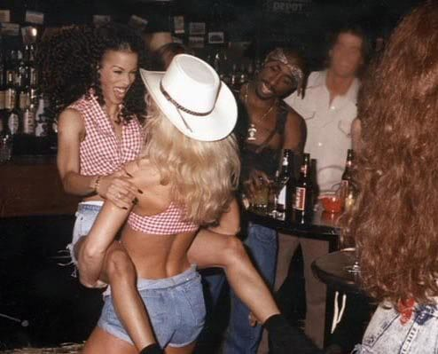 Busty black girl nud
