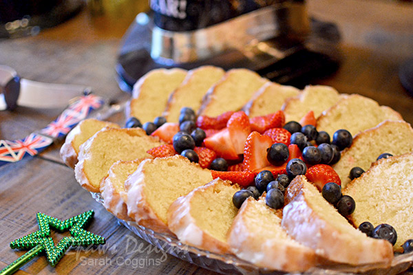 Simple Party Dessert: Pudding Cake and Fresh Berries