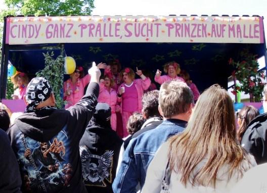 2011-05-01 LüchowBöselBuerbeerfest 082 CindyWagen