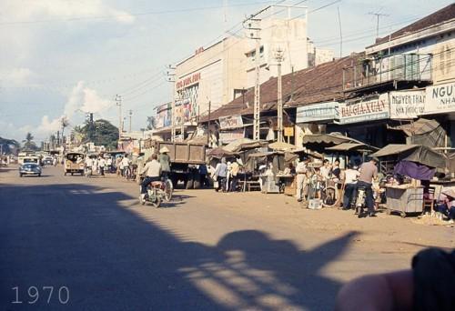 Rạp Cao Đồng Hưng ở gần chợ Bà Chiểu, quận Bình Thạnh.