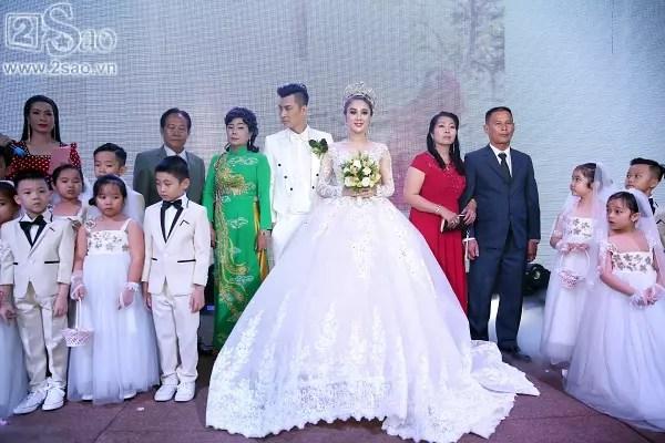 Hành trình lặn lội tìm hạnh phúc của Lâm Khánh Chi: Từ nam ca sĩ trở thành cô dâu nổi tiếng showbiz Việt-12