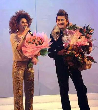 Hành trình lặn lội tìm hạnh phúc của Lâm Khánh Chi: Từ nam ca sĩ trở thành cô dâu nổi tiếng showbiz Việt-3
