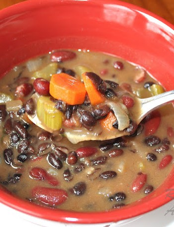 Hearty Double Bean Soup for Healthy Heart! by 2sistersrecipes.com