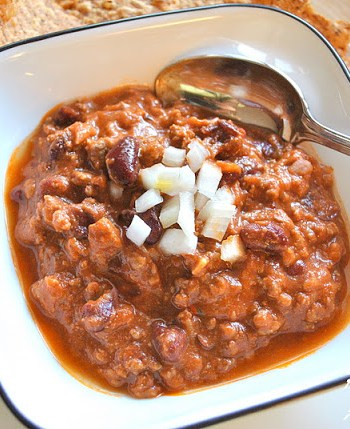 Bowl of Beef and Red Bean Chili by 2sistersrecipes.com