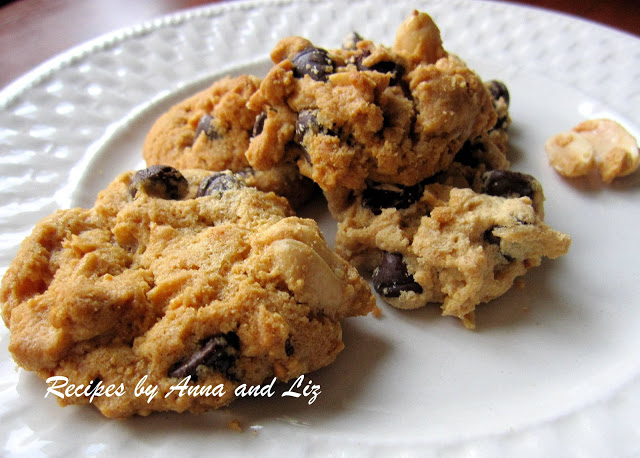 Peanut Butter Chocolate Chip Cookies by 2sistersrecipes.com