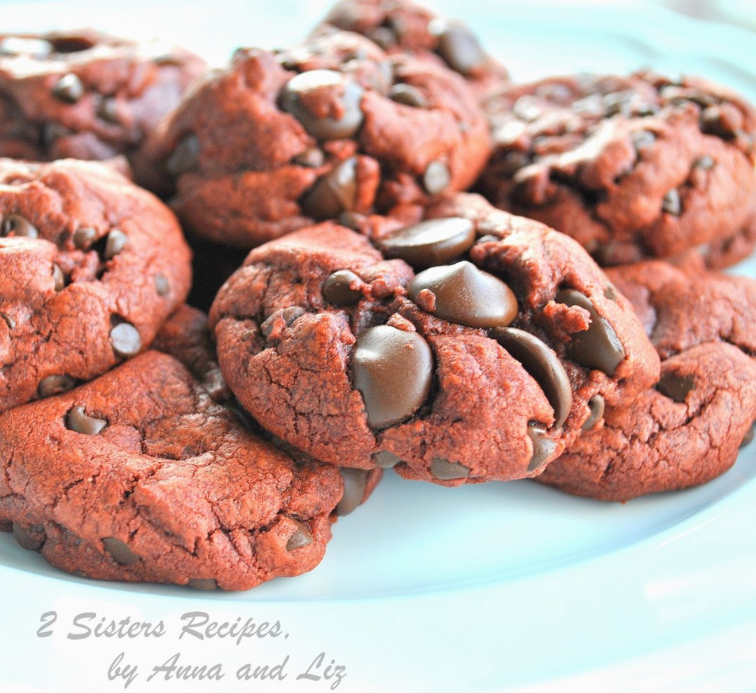 Chewy Triple Chocolate Chip Pudding Cookies by 2sistersrecipes.com