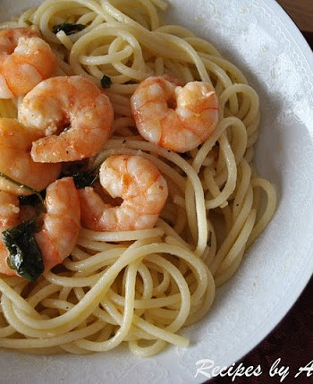 Spaghetti with Shrimp, Olive Oil, Garlic & Wine by 2sistersrecipes.com