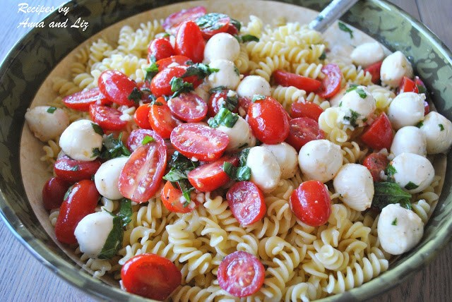 EASY Pasta Salad with Bocconcini, Tomatoes and Basil