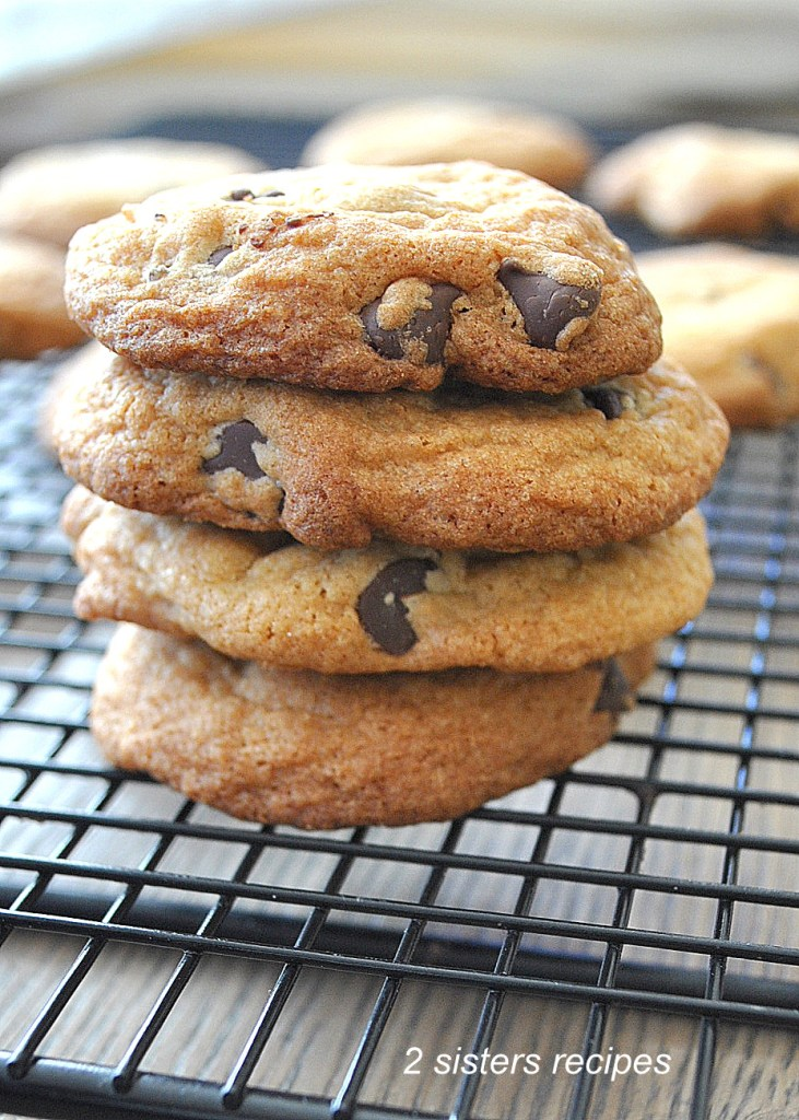 Chewy Chocolate Chip Cookies by 2sistersrecipes.com
