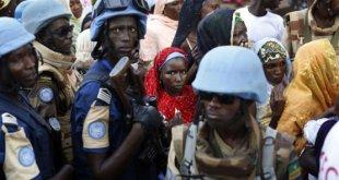 Des Casques bleus dans le quartier musulman de Bangui, en novembre 2015