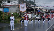Even during the rain, the Panamanian flag was carried at the head of the group, folded and protected in plastic and held with much respect.