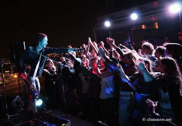 Jeremy Loops and crowd