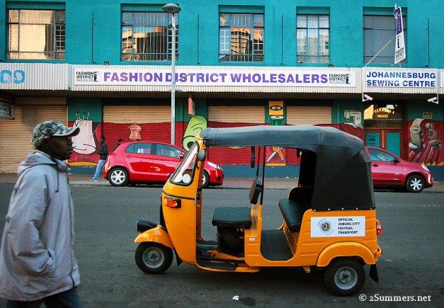 Tuk-tuk in Fashion District
