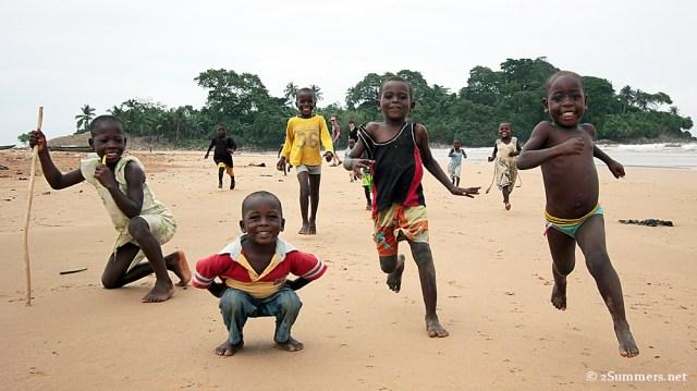 Akwidaa kids running