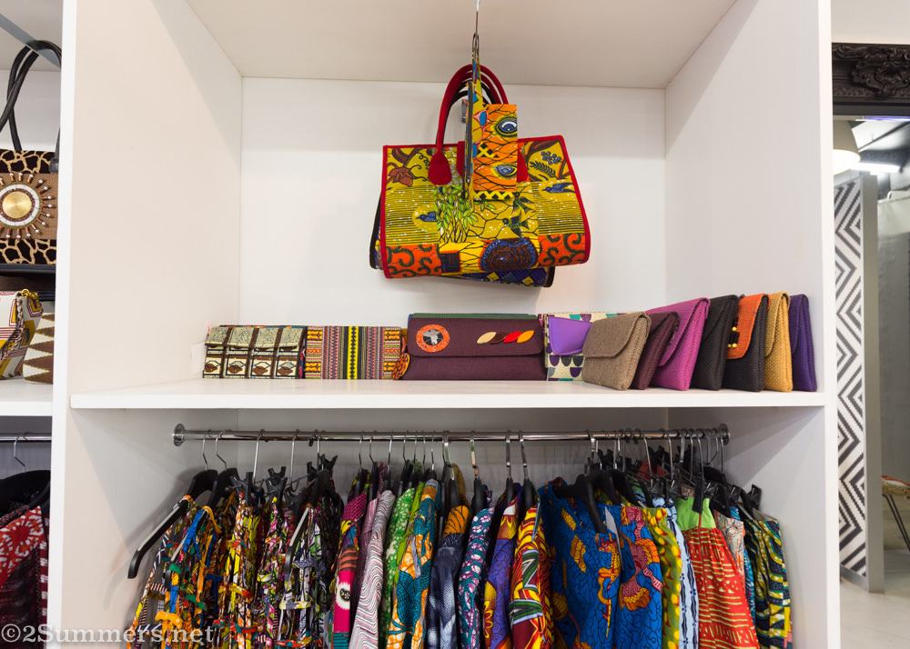 Handbags and clothes in Hlamvu