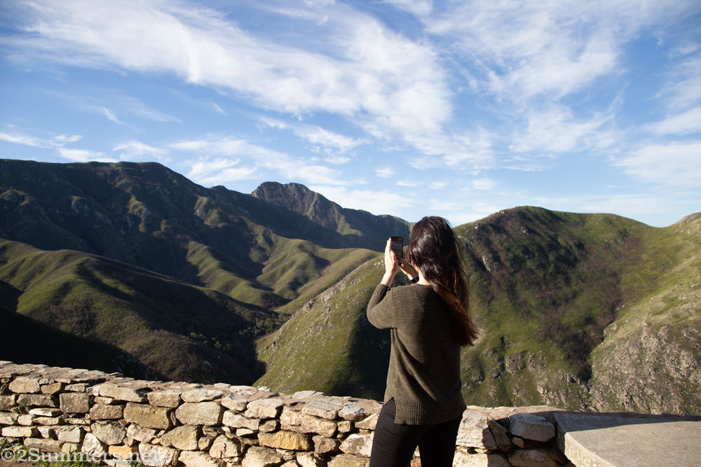 Taking photos at the Outeniqua Pass between George and Oudtshoorn.