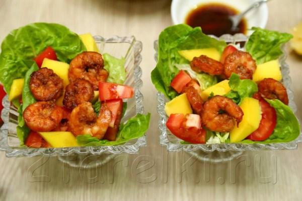 Салат с манго и креветками «Sunset»