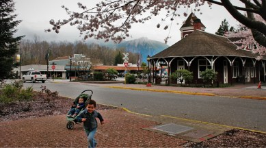 Old Snoqualmie Train Depot with Cherry Blossoms Washington 10 (1)
