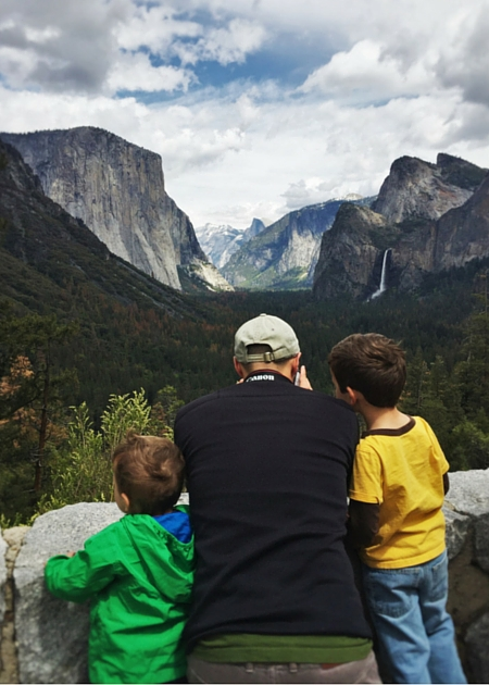 Rob Taylor and kids at Tunnel view Yosemite National Park 2traveldads.com