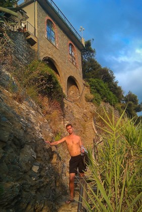 Chris Taylor hiking in Cinque Terre Italy 1e